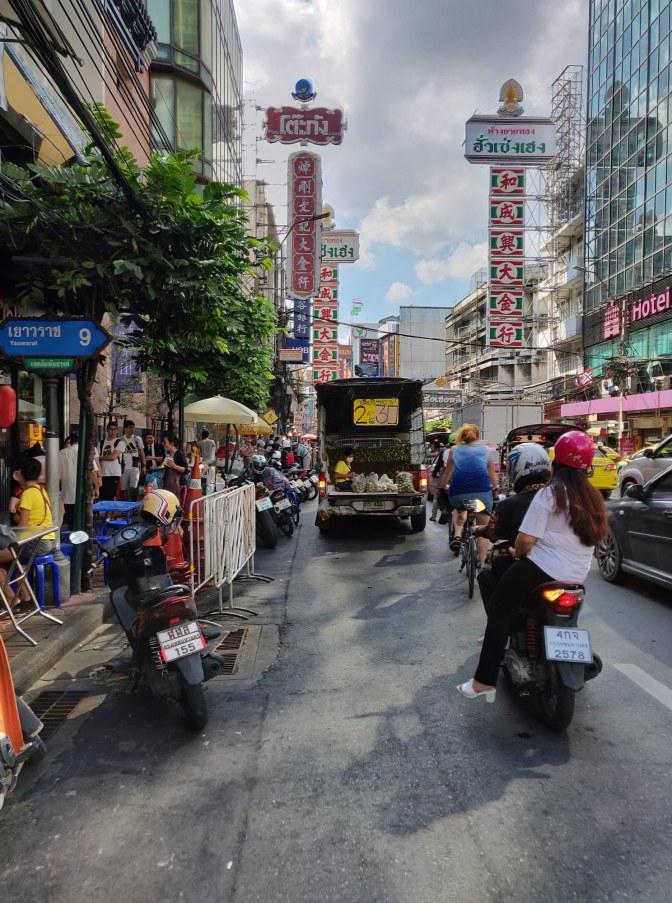 Drukte, chaos en verkeer in Chinatown