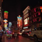Chinatown in Bangkok: overdag en 's nachts