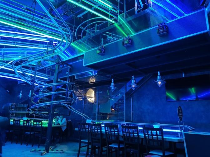 De lichtshow in het Rollercoaster Restaurant
