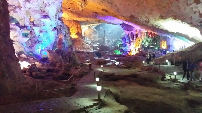 Een regenboog aan kleuren in de grot