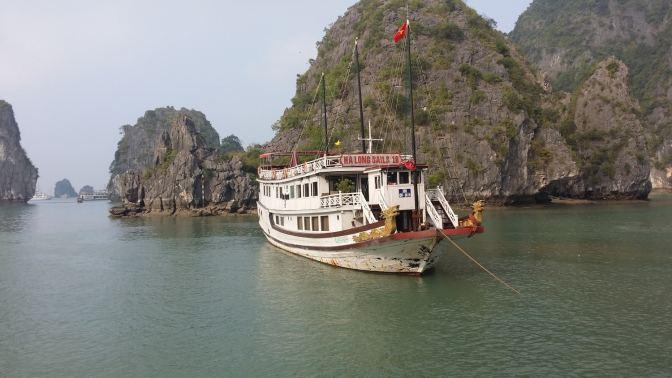 Ons bootje op de Halong Bay