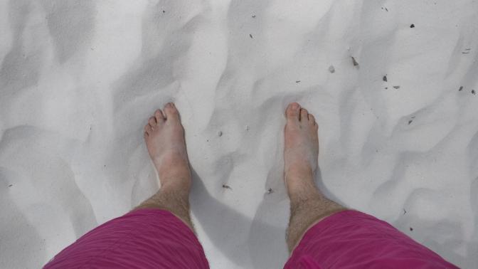 Heerlijk met de blote voetjes in het zand