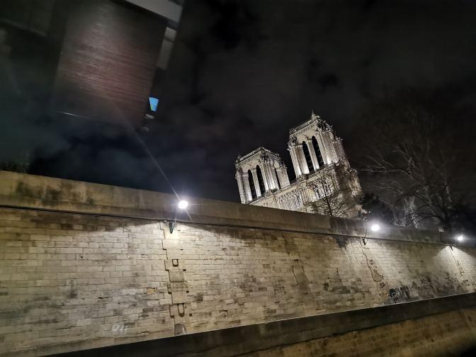 De Notre Dame, achter de dikke muren rondom de Seine