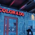 Lekker peuzelen in Westernsferen in Levi, doe je bij Colorado Bar & Grill