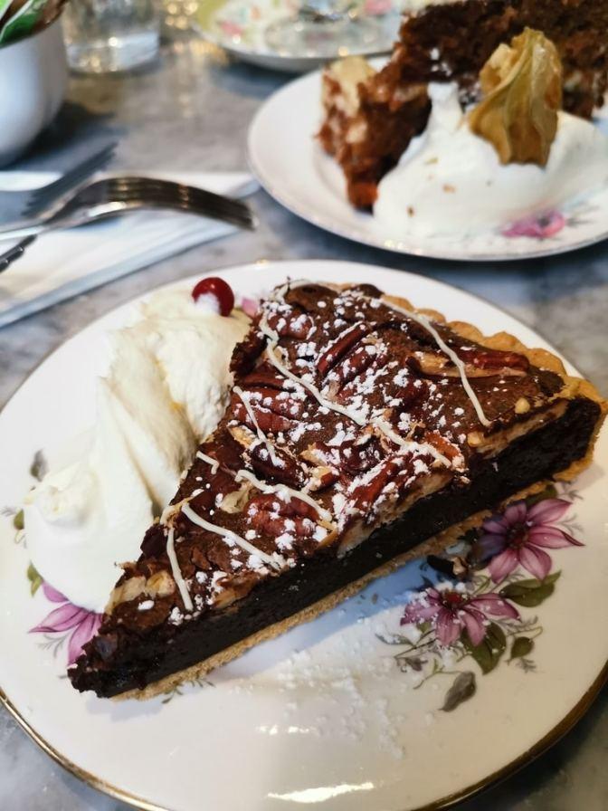 De chocoladepecannotentaart in al zijn glorie...