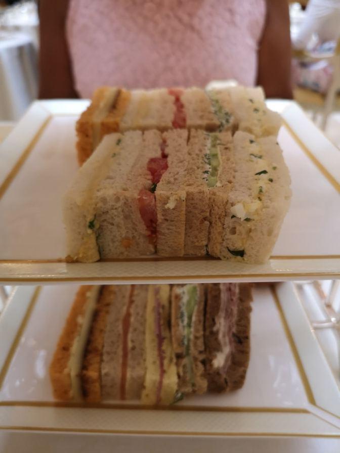 Mooi op maat gesneden sandwiches in de lekkerste smaakcombinaties