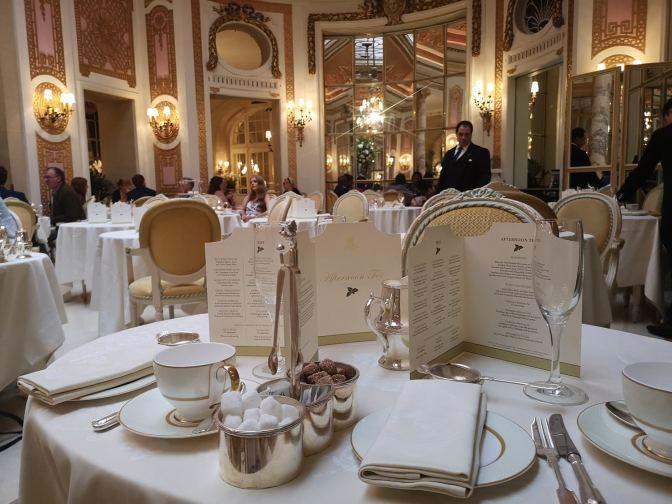 Zo ziet de Palm Court van het Ritz eruit