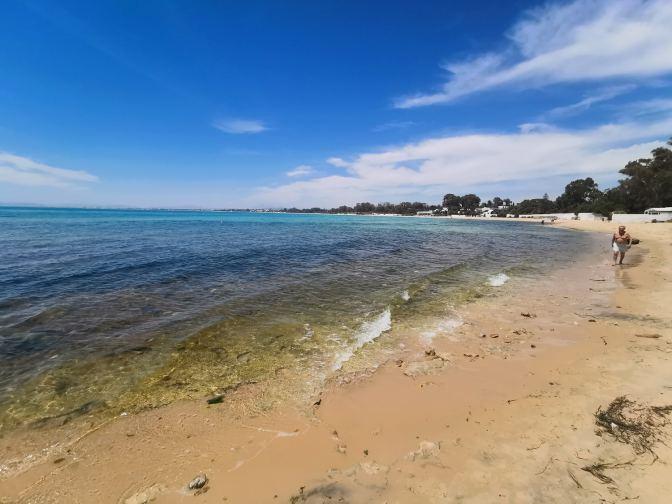 Het strand van Hamamet is bepaald geen bounty-strand, maar het is zeker niet lelijk