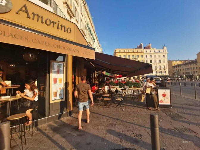 Amorino in Vieux-Port is niet te missen