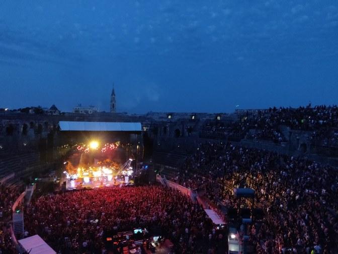 Concert in het buitenland; welkom in de Arena van Nîmes