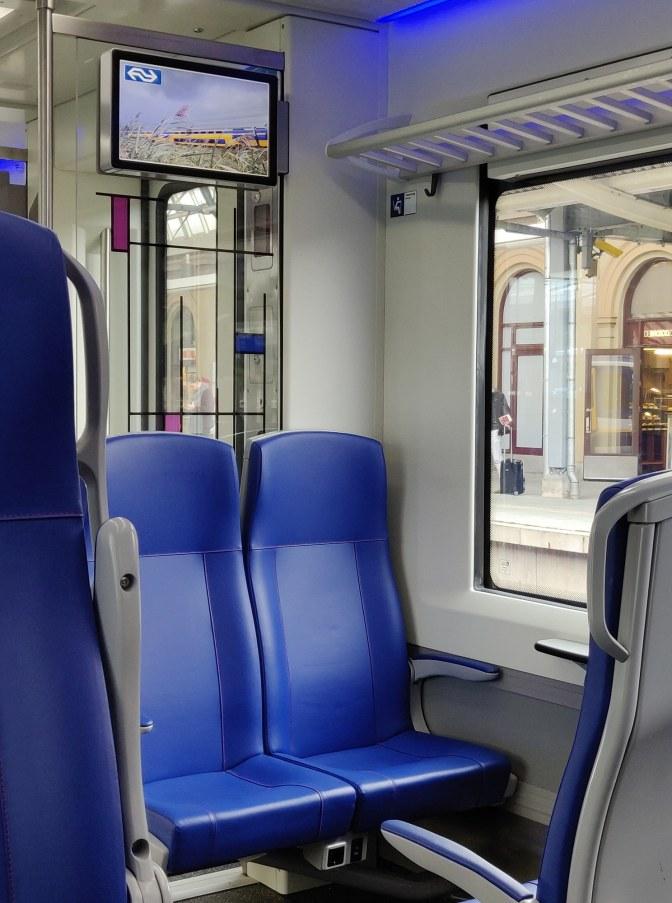 Stroom in de trein; FLIRT'en in de tweede klasse