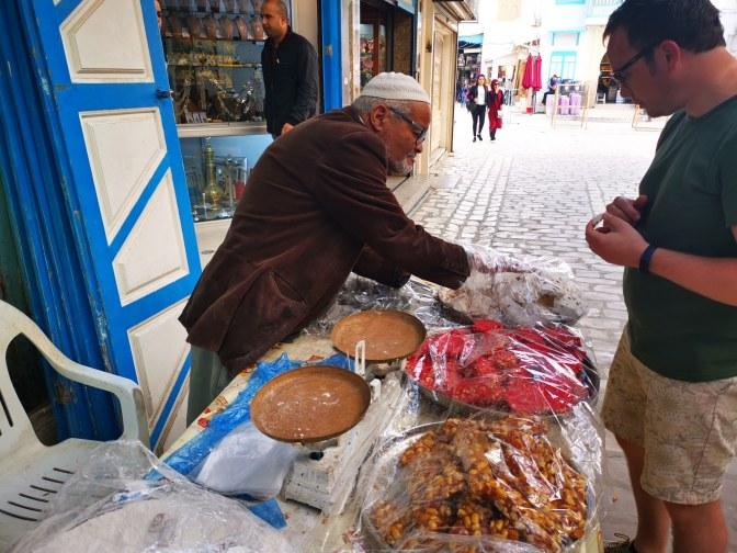 Zoetigheid op straat in Tunesië